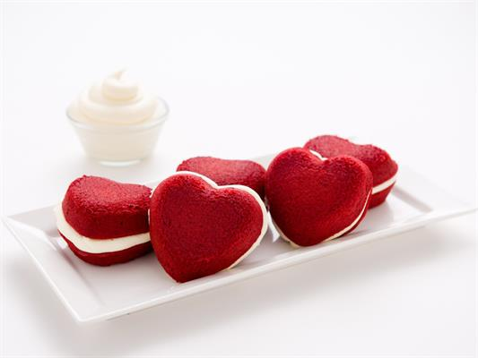 red velvet heart whoopies